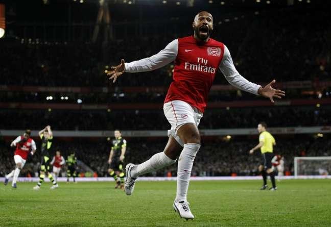 Thierry Henry fez história com a camisa dos Gunners (Foto: EDDIE KEOGH)