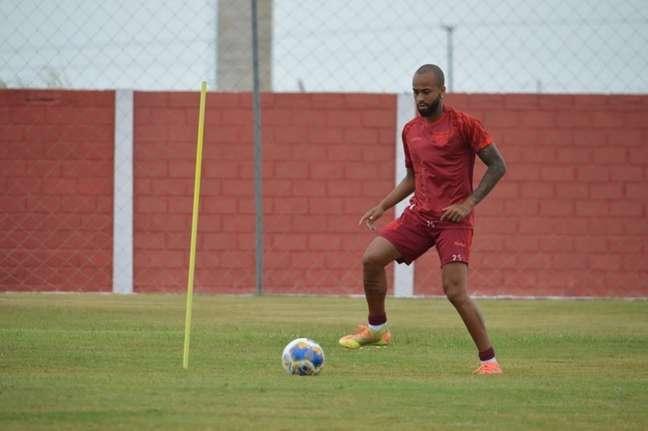 Wesley passa por momento no CRB nesta temporada (Foto: Divulgação/CRB)