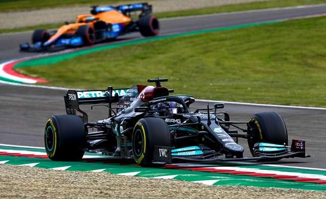 Lewis Hamilton durante o GP da Emilia Romagna, segunda etapa do Mundial de F1 2021.