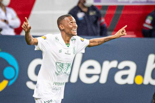 Ademir faz o 2º gol do América-MG em disputa contra o Cruzeiro (2/05/2021)