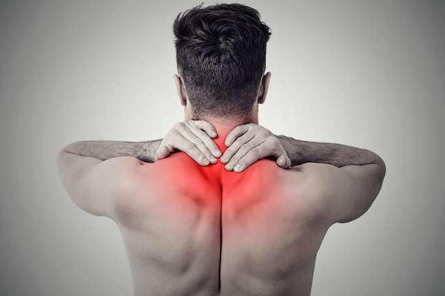 Sentir dores musculares, fadiga e enxaqueca são alguns dos sintomas da doença