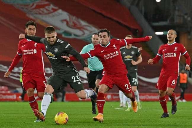 Duelo entre Manchester United e Liverpool será válido pela 34ª rodada do Inglês (Foto: PAUL ELLIS / POOL / AFP)
