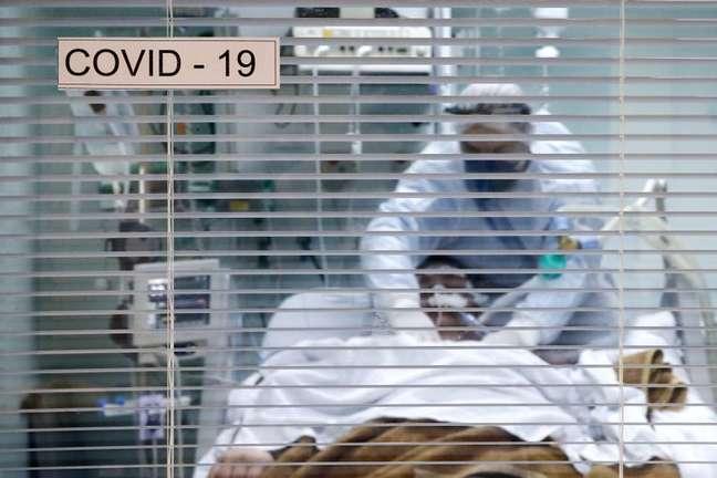Paciente com Covid-19 em UTI de hospital em Porto Alegre (RS)  19/11/2020 REUTERS/Diego Vara