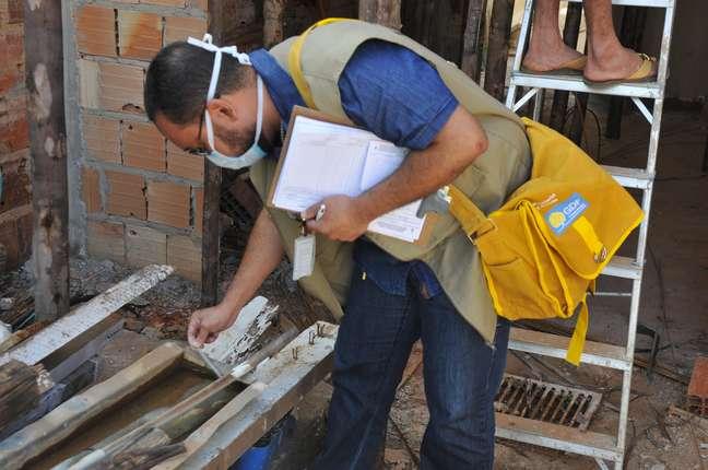 Autoridades participam de dia da saúde contra dengue