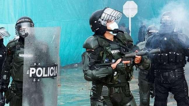 A polícia colombiana foi duramente criticada pelo uso excessivo da força durante os protestos