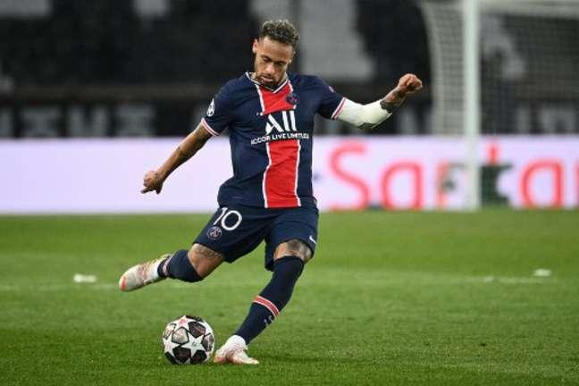 Neymar jogará mais cinco temporadas com a camisa do PSG (Foto: ANNE-CHRISTINE POUJOULAT / AFP)