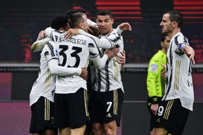 No primeiro turno, equipe de Andrea Pirlo venceu Milan por 3 a 1 (MIGUEL MEDINA / AFP)