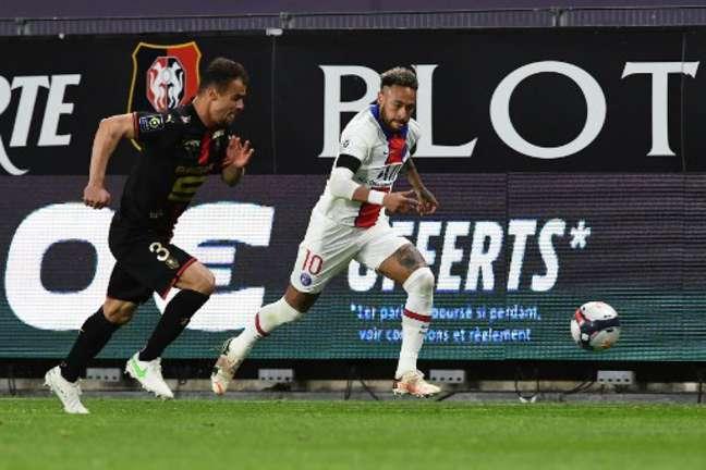 Rennes e PSG ficaram apenas no empate (Foto: FRED TANNEAU / AFP)
