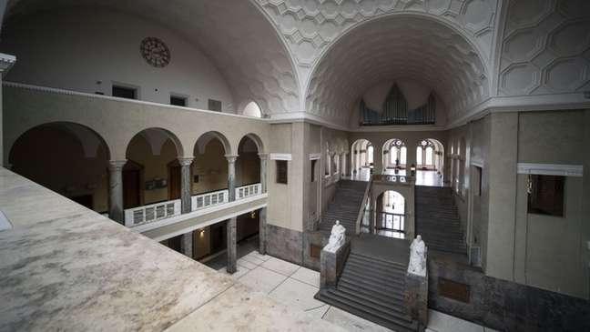 Sophie Scholl jogou panfletos do último andar da Universidade Ludwig Maximilian em Munique