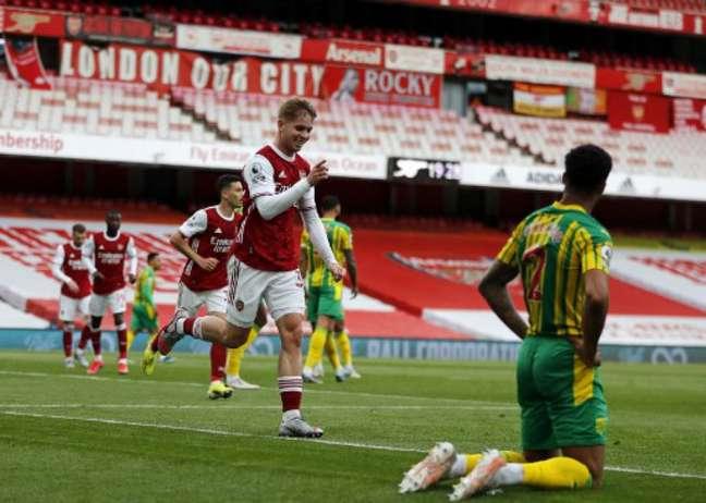 Smith Rowe marcou na vitória do Arsenal (Foto: FRANK AUGSTEIN / POOL / AFP)