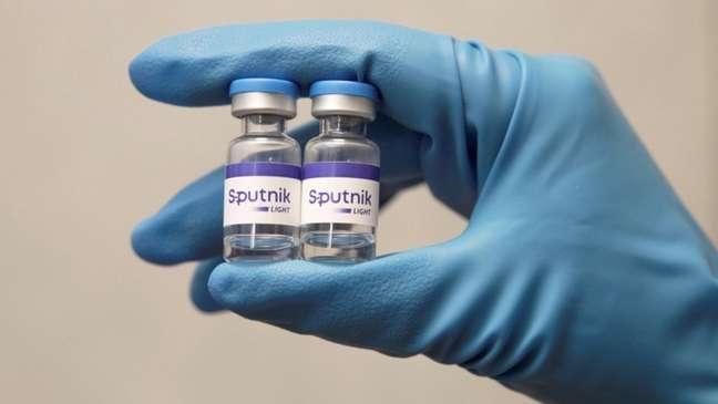 Governadores de nove Estados querem importar 66 milhões de doses da Sputnik V