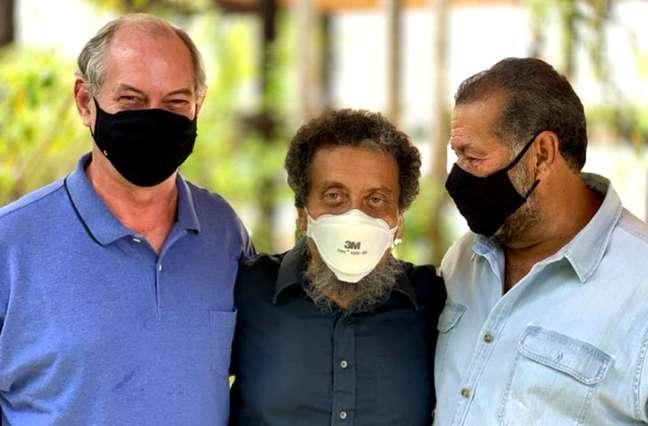 Equipe. O presidenciável Ciro Gomes (à esq.) com o publicitário João Santana (centro) e o presidente do PDT, Carlos Lupi