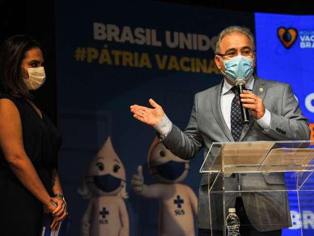 Poucos dias após nomeação, Luana Araújo (ao lado de Marcelo Queiroga na foto), deixou o cargo de secretária Extraordinária de Enfrentamento à Covid-19