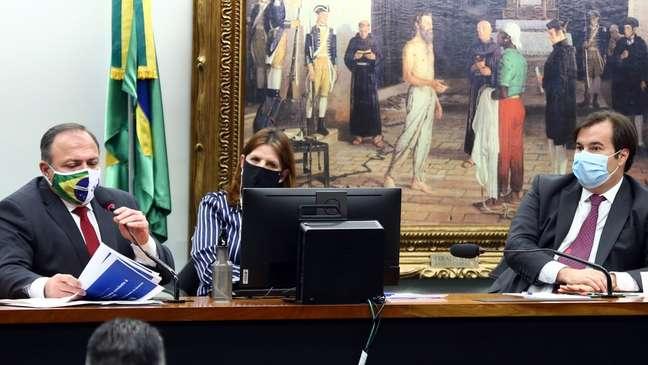 """Pazuello na Câmara em fevereiro: ministro chamou as cláusulas da Pfizer de """"leoninas"""", por preverem isenção de responsabilidade da farmacêutica sobre eventuais efeitos colaterais"""