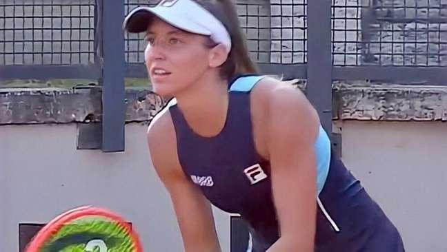 Luisa Stefani acabou sendo eliminada na primeira rodada em Wimbledon