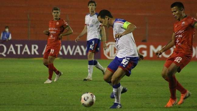 Rodriguinho em ação pelo Bahia na partida contra o Guabirá