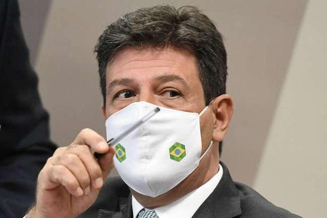 O ex-ministro da SaúdeLuiz Henrique Mandettadurante depoimento na CPI da Covid