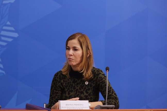 Mayra Pinheiro durante coletiva de imprensa