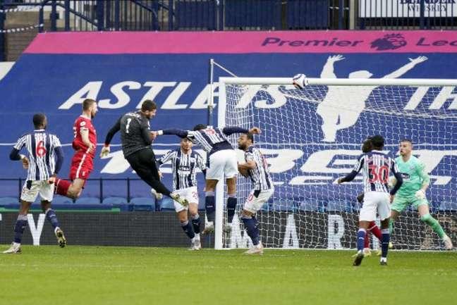 Liverpool vem de vitória épica com gol de Alisson sobre o West Brom (TIM KEETON / POOL / AFP)