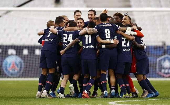 Jogadores do PSG celebram mais um título conquistado