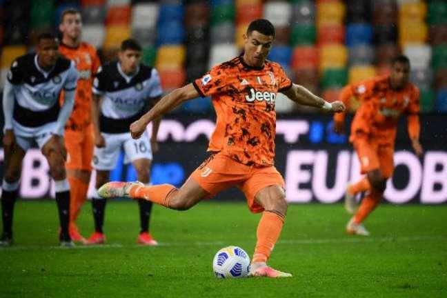 Cristiano Ronaldo não está satisfeito na Juventus (MARCO BERTORELLO / AFP)