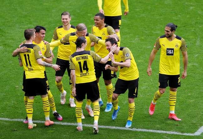 Jogadores do Borussia comemoram triunfo