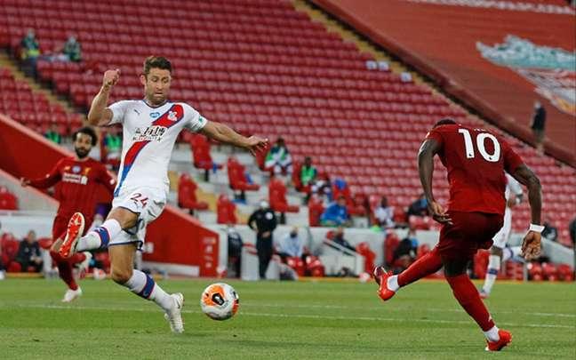 Liverpool e Crystal Palace se enfrentam neste domingo (Foto: PHIL NOBLE/AFP)