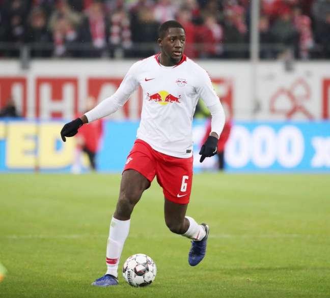 Konaté é alvo de interesse do técnico Jurgen Klopp (Foto: Reprodução/Twitter)