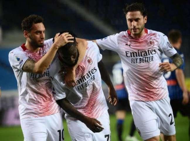Kessié marcou na vitória do Milan (Foto: MARCO BERTORELLO / AFP)