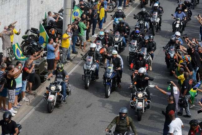 O presidente Jair Bolsonaro participa de passeio com motociclistas no Rio de Janeiro