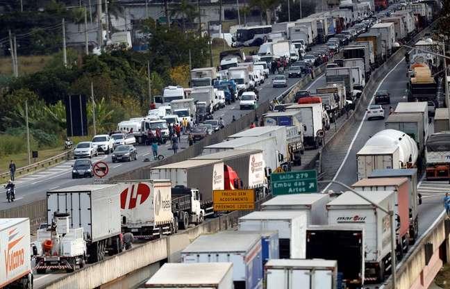 Manifestação de caminhoneiros na BR-116, em maio de 2018 REUTERS/Leonardo Benassatto