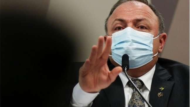 O ex-ministro da Saúde Eduardo Pazuello foi questionado pelos senadores na CPI em relação às falas de Jair Bolsonaro contra a compra da CoronaVac