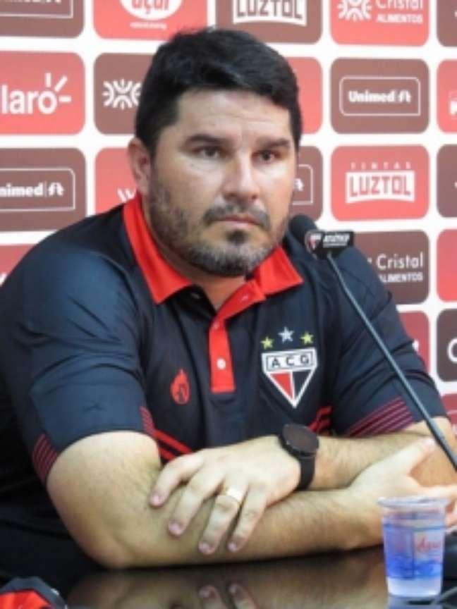 Presidente do Atlético-GO anuncia saída do técnico Eduardo Barroca (Foto: Divulgação/Atlético-GO)