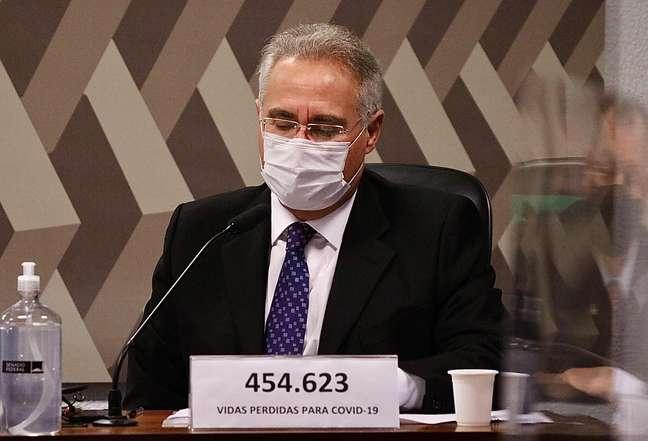 O Senador Renan Calheiros durante a Covid no Senado Federal em Brasília (DF), nesta quinta-feira (27), que investiga ações e omissões dos governos federal e estaduais, no combate a pandemia da Covid-19. (/Futura Press)