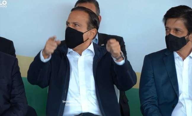 O governador João Doria nesta sexta, 28, durante bate-boca com a deputada Carla Zambelli