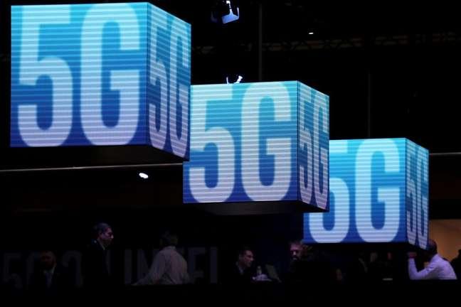 Anúncios da tecnologia 5G mostrados durante evento Mobile World Congress, em Barcelona. 26/2/2019. REUTERS/Sergio Perez