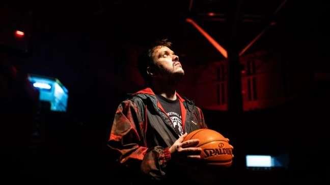 Gaules vai transmitir jogos da NBA na Twitch ao vivo
