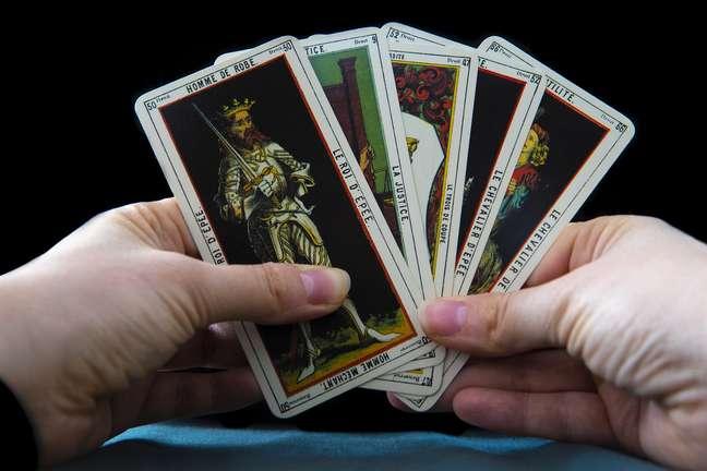 Saiba como jogar tarot