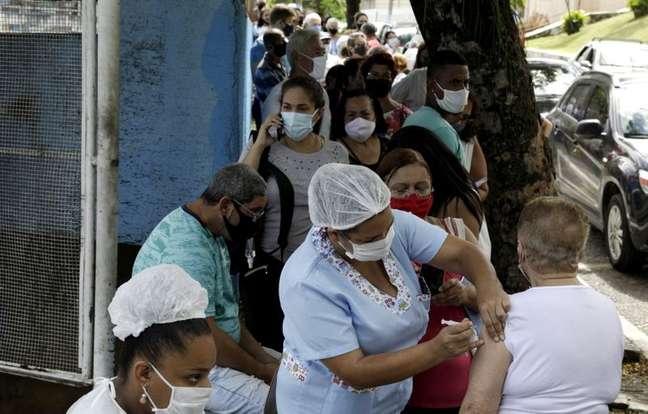 Vacinação contra Covid-19 em  São Gonçalo, Rio de Janeiro  18/2/2021 REUTERS/Ricardo Moraes