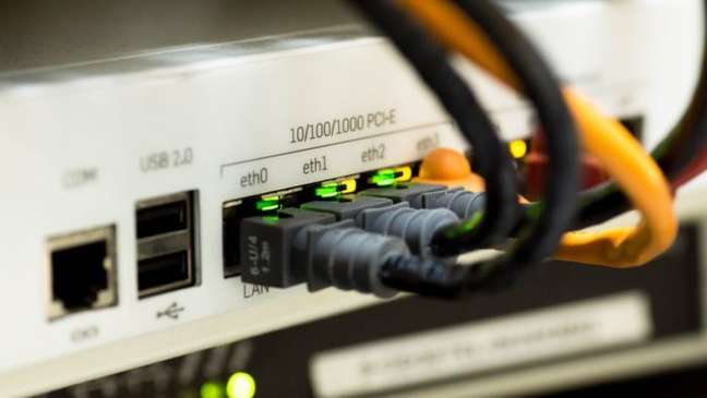 Switch de rede e cabos