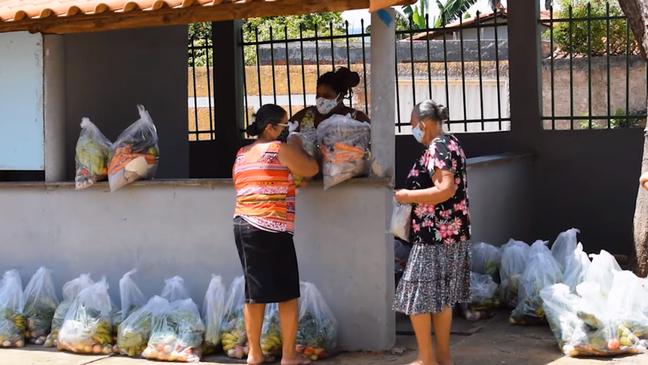 Doação de cestas básicas promovida pelo Centro de Agricultura Alternativa do Norte de Minas: 'Em 18 anos, nunca tinha recebido tantos pedidos', diz assessor técnico