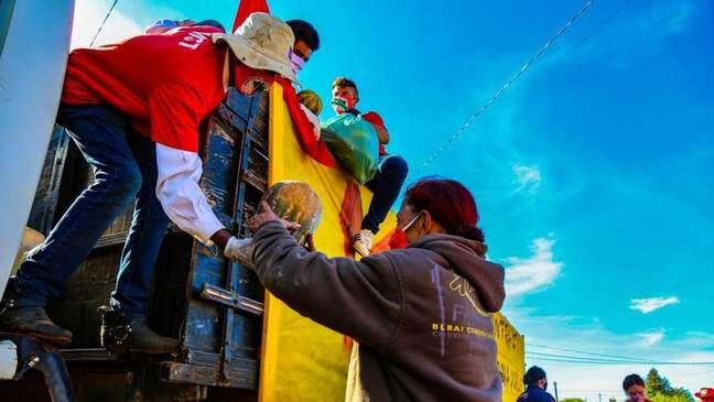 Ação de doação de alimentos promovida pelo MST durante a pandemia