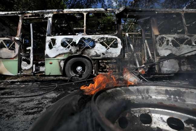 Ônibus queimado durante ataques em Manaus neste final de semana