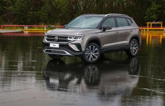Volkswagen Taos na pista de testes da Goodyear: matador.