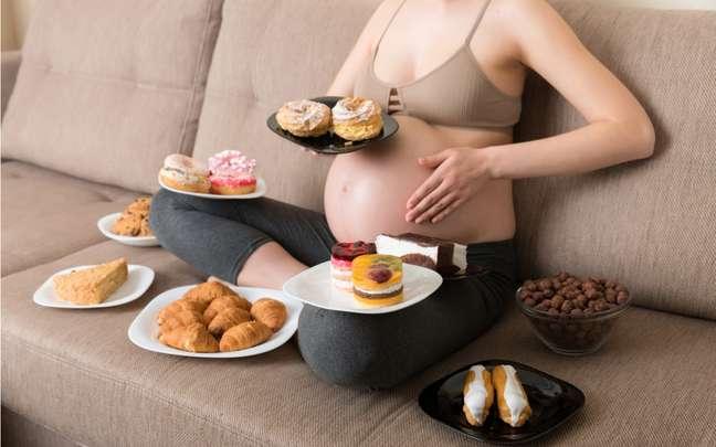 Gravidez: 2 mitos e 2 verdades sobre a alimentação neste período