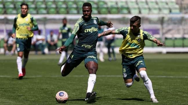 O zagueiro Pedrão em ação durante treinamento pelo Palmeiras (Foto: Cesar Greco/Palmeiras)