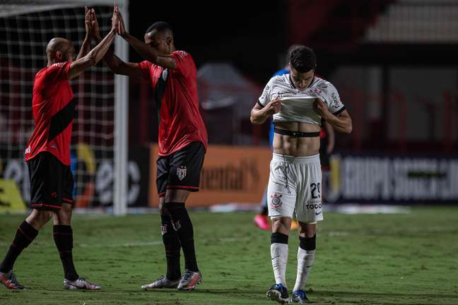 Corinthians empata com o Atlético-GO e está eliminado
