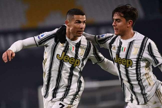 Cristiano Ronaldo e Dybala são os principais nomes da Juventus (Foto: MARCO BERTORELLO / AFP)