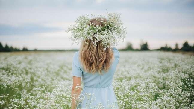 5 simpatias com flores para atrair o que você deseja