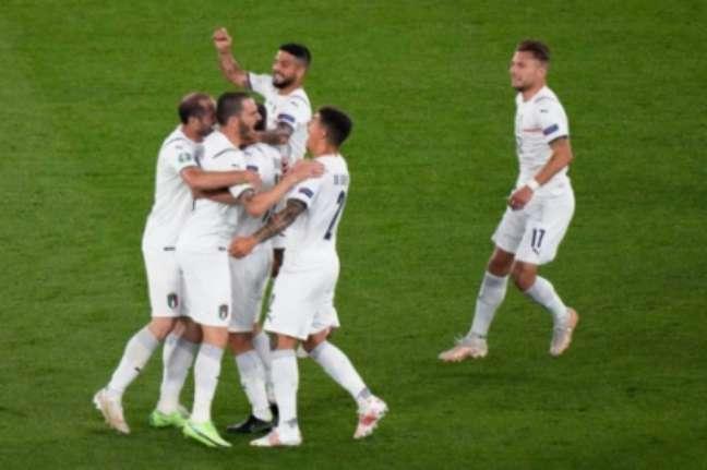 Jogadores da Itália comemoram gol contra a Turquia (Foto: Andrew Medichini / POOL / AFP)